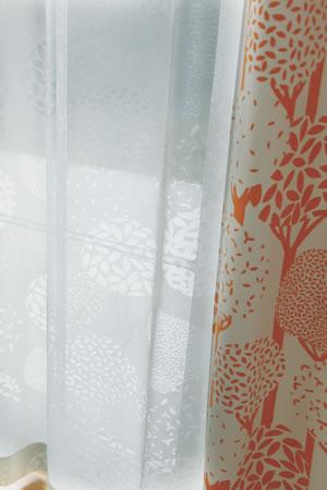 アスワンの北欧風ミラーレースカーテン ガナシュ 1枚入【遮熱/UVカット/北欧風カーテン】ホワイトの使用画像