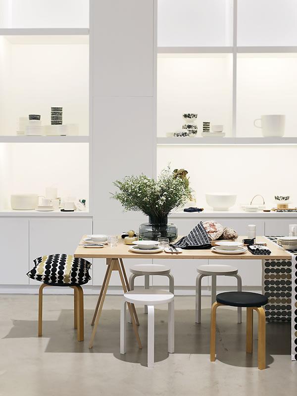 マリメッコの商品を使用したキッチンディスプレイ画像