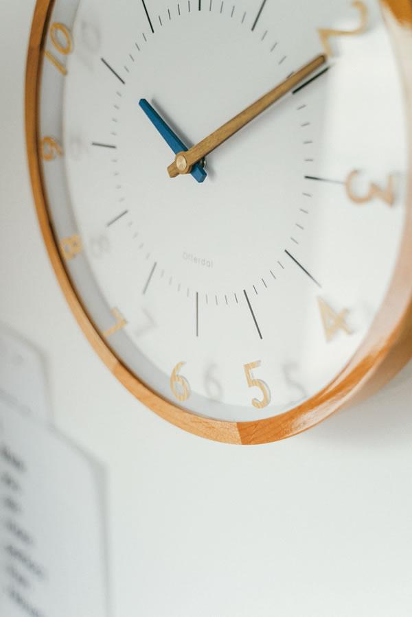 電波掛け時計 オラント(Oland)【北欧/木製/インテリア】ミックスの使用画像