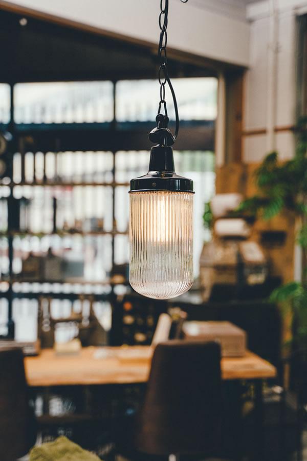 ペンダントライト オークデール(Oakdale)【おしゃれ/インテリア照明】のリビング使用画像