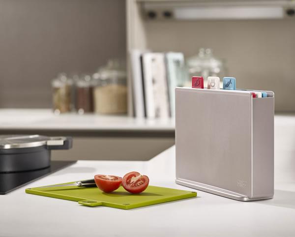 ジョセフジョセフ(josephjoseph)インデックス付まな板 アドバンス2.0 レギュラー【キッチン収納】の使用画像