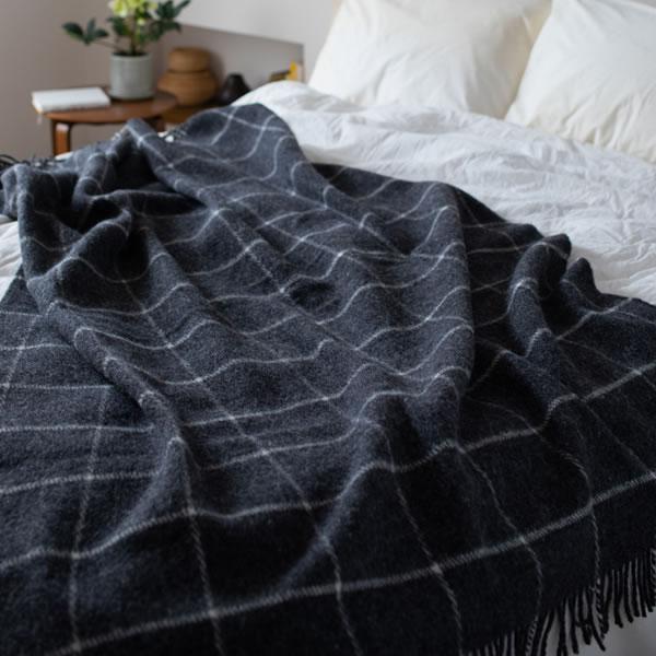 クリッパン(KLIPPAN)スローケット ヴィンガ シングル W130×L200cm【北欧雑貨】ブラックの使用画像