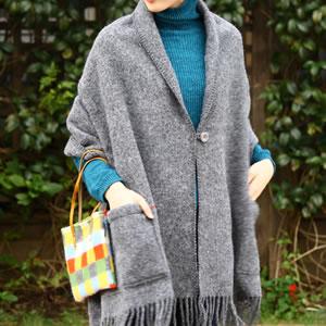 クリッパン(KLIPPAN)ストール ベーシックウール 2ポケット【おしゃれ/北欧ファッション】ダークグレーの使用画像