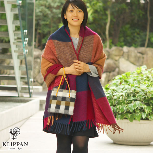 クリッパン(KLIPPAN)ストール イネス ポケット無し【おしゃれ/北欧ファッション】ボルドーの使用画像