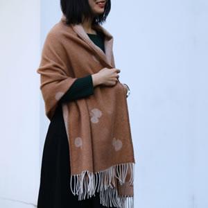 クリッパン(KLIPPAN)ストール CHOUCHO(ポケットなし)【おしゃれ/北欧ファッション】テラコッタの使用画像