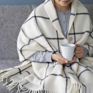 クリッパン(KLIPPAN)ストール ヴィンガ(2ポケット)【おしゃれ/北欧ファッション】ホワイトの使用画像