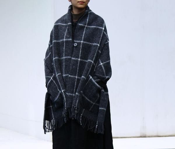 クリッパン(KLIPPAN)ストール ヴィンガ(2ポケット)【おしゃれ/北欧ファッション】ダークグレーの使用画像