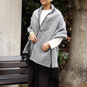 クリッパン(KLIPPAN)ストール タンゴ ポケット無し【おしゃれ/北欧ファッション】ボルドーの使用画像2