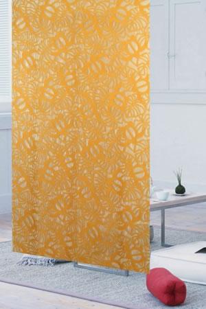 ファニーストリングカーテン ホヌとモンステラ 95×176cm【パネルカーテン/ハワイアン】オレンジの使用画像
