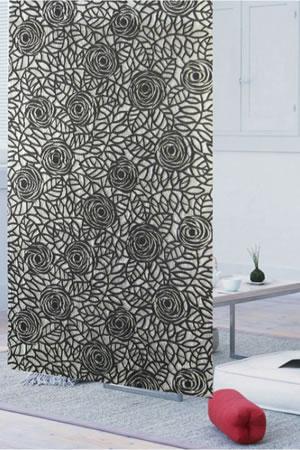ファニーストリングカーテン ニューローズ 95×176cm【パネルカーテン/北欧】ブラックの使用画像