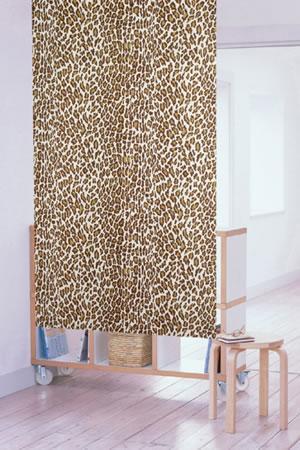 ミラーレース のれん ジャガー 85×150cm【パネルカーテン】の使用画像
