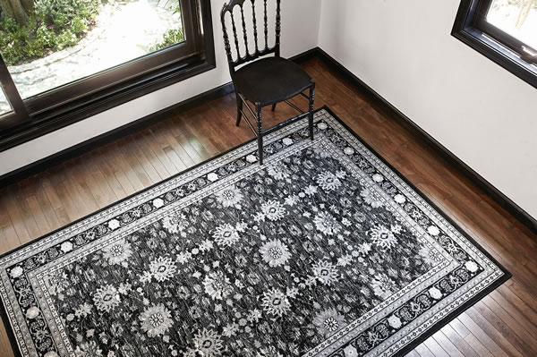 ウィルトン織り ラグマット レジア【ペルシャ絨毯/ヴィンテージ】ブラックの使用画像