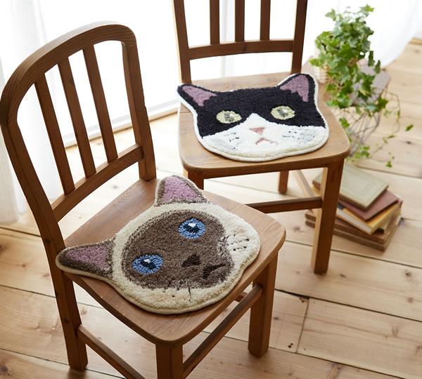 ラグマット ネコカオ(NEKOKAO)【猫/チェアパッド/おしゃれ】ポイントとハチワレの使用画像