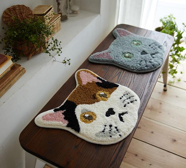 ラグマット ネコカオ(NEKOKAO)【猫/チェアパッド/おしゃれ】ミケとブルーの使用画像