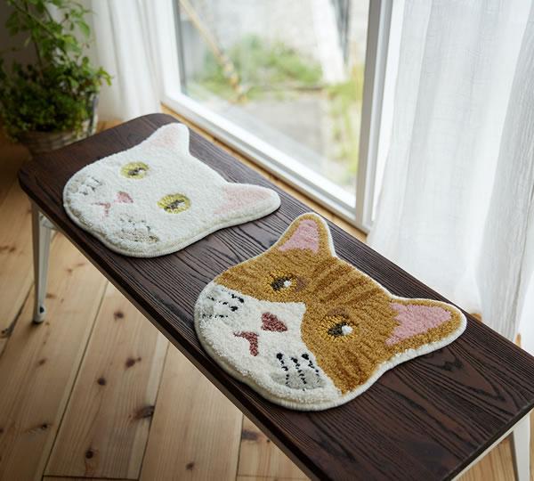 ラグマット ネコカオ(NEKOKAO)【猫/チェアパッド/おしゃれ】シロとチャシロの使用画像