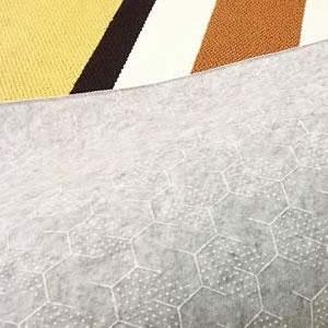 スミノエのラグマット ヘルシンキ(HELSINKI)【春・夏用/おしゃれ/北欧】イエローの裏面詳細画像(ハニカムフィット画像)