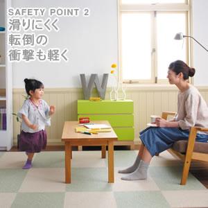 東リ ファブリックフロア(タイルカーペット)使用時の親子画像。