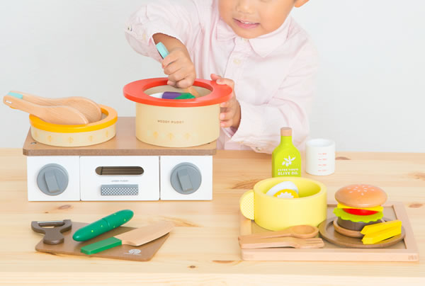 ウッディプッディ おなべとフライパンセット【おもちゃ/キッズ/ギフト】の使用画像