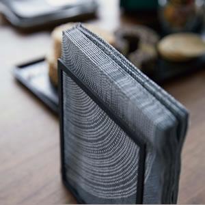 ハンドル付きスリムグラス&マグ収納 タワー【キッチン収納/おしゃれ】ブラックの使用画像