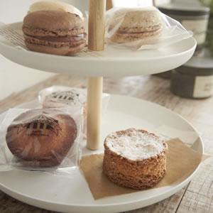 キッチントレイ トスカ(tosca)3段【キッチン収納/おしゃれ】ホワイトのお菓子ディスプレイ画像