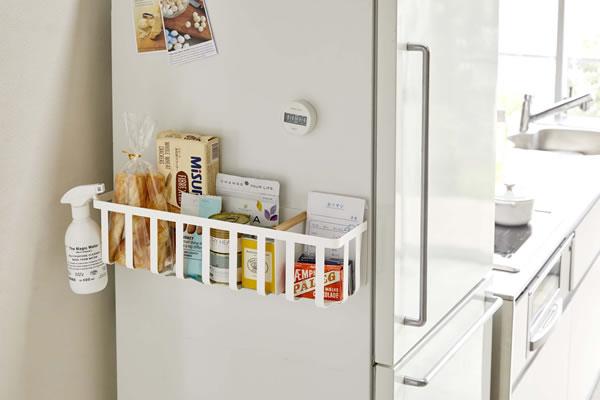 冷蔵庫横マグネットワイド収納バスケット トスカ【キッチン収納/おしゃれ】ホワイトの使用画像
