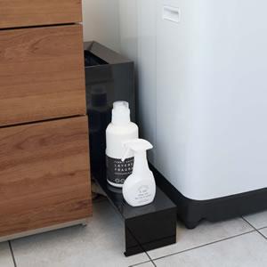 伸縮洗濯機隙間ラック タワー【ランドリー収納/おしゃれ】ブラックの使用画像