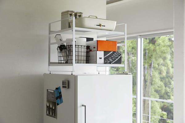 冷蔵庫上収納ラック タワー【キッチン収納/おしゃれ】ホワイトの使用画像