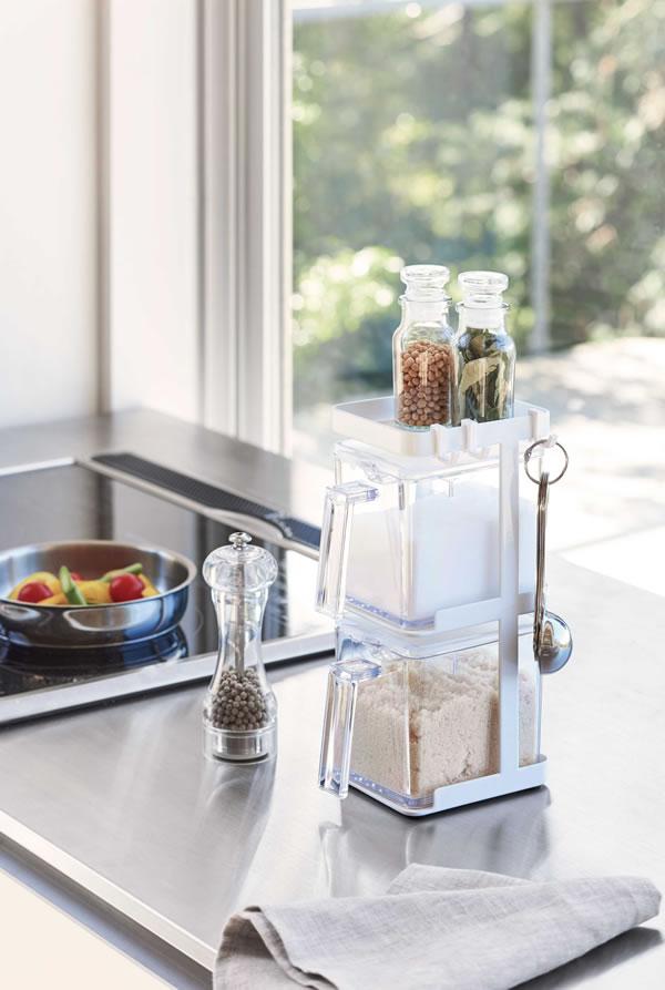 調味料ラック 3段 スリム タワー(ストッカー2個付)【キッチン収納/おしゃれ】ホワイトの展示画像