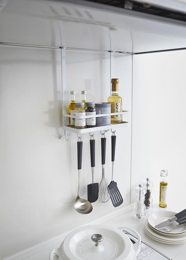 レンジフード調味料ラック タワー【キッチン収納/おしゃれ】ホワイトの使用画像