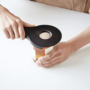オープナー タワー【キッチン雑貨/おしゃれ】ブラックの瓶のフタ使用画像