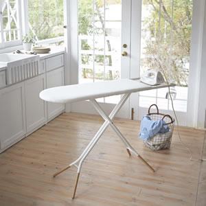 スタンド式アイロン台 トスカ ホワイト【洗濯用品/おしゃれ】の使用画像