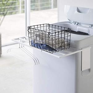 マグネット伸縮洗濯機バスタオルハンガー タワー【ランドリー収納/おしゃれ】ホワイトの棚置き使用画像