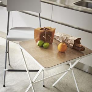 折り畳みテーブル タワー【リビング/ソファ】ホワイトの使用画像