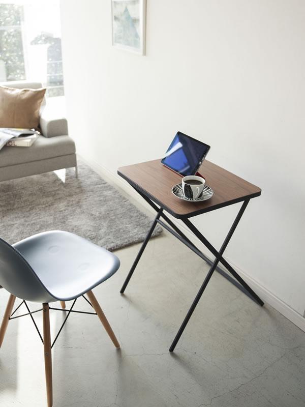 折り畳みテーブル タワー【リビング/ソファ】ブラックの使用画像