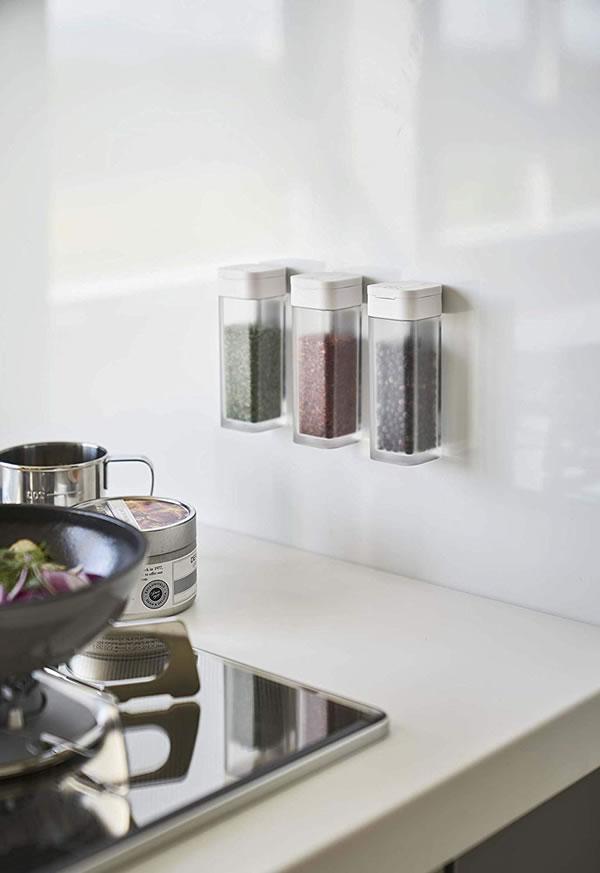 マグネットスパイスボトル タワー【キッチン収納/おしゃれ】ホワイトの使用画像