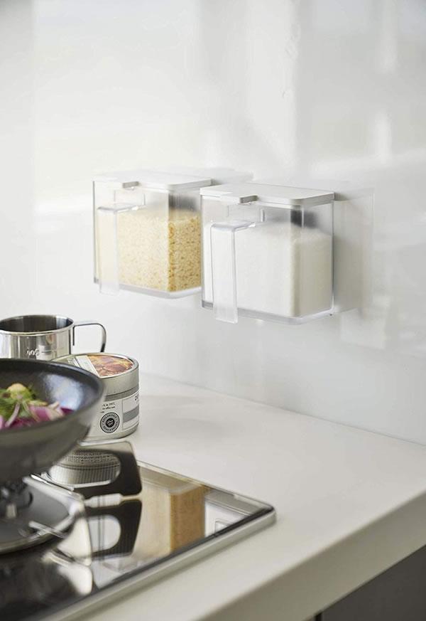 マグネット調味料ストッカー タワー【キッチン収納/おしゃれ】ホワイトの使用画像