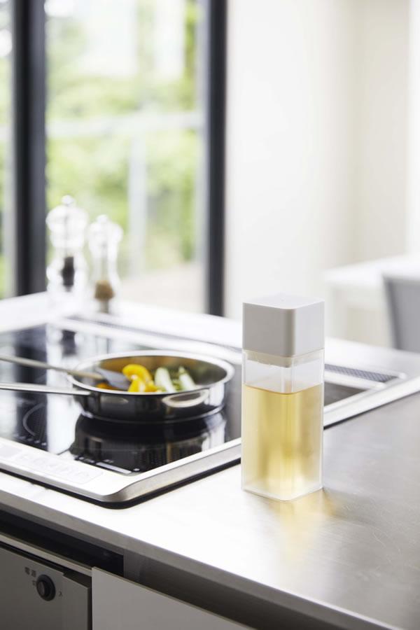 詰め替え用調味料ボトル タワー【キッチン収納/おしゃれ】ホワイトの使用画像