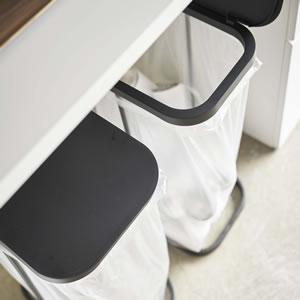 横開き分別ゴミ袋ホルダー ルーチェ【キッチン収納/おしゃれ】ブラックの使用画像