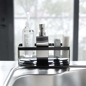水が流れるスポンジ&ボトルホルダー タワー【キッチン収納/おしゃれ】ブラックの使用画像