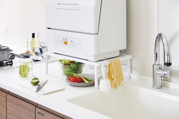 伸縮食洗機ラック タワー【キッチン収納/おしゃれ】ホワイトの使用画像
