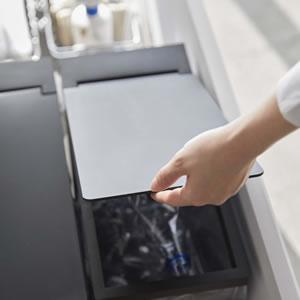 シンク下蓋付きゴミ箱 タワー【キッチン収納/おしゃれ】ブラックの使用画像