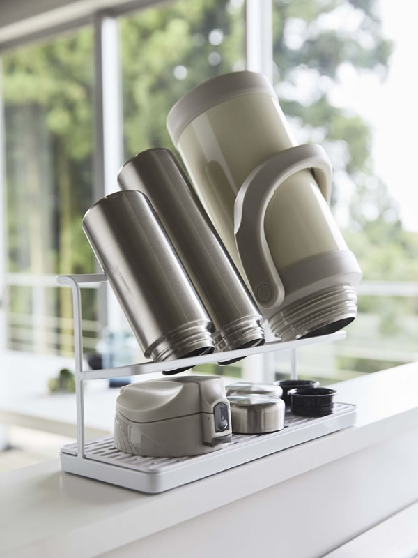 ワイドジャグボトルスタンド タワー【キッチン収納/おしゃれ】ホワイトの使用画像