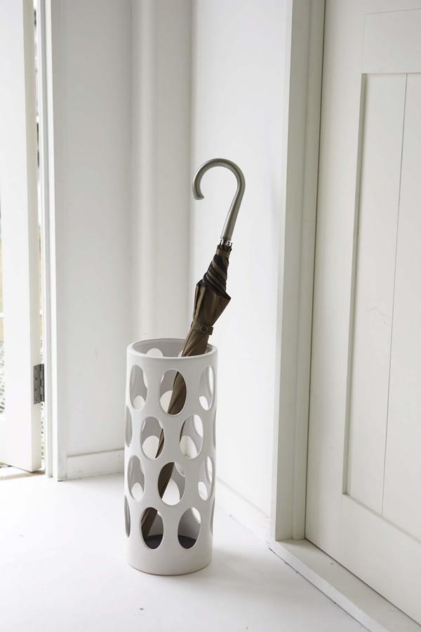 陶器傘立て アーバン【玄関収納/おしゃれ】ホワイトの使用画像